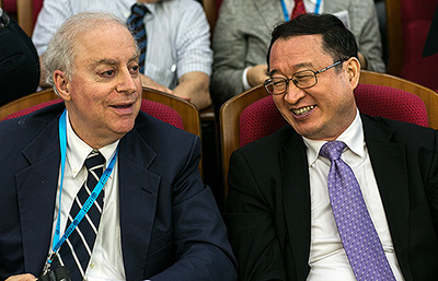 Duke Law Dean David F. Levi and Dean Ji Weidong of the Shanghai Jiao Tong University (SJTU) KoGuan School of Law